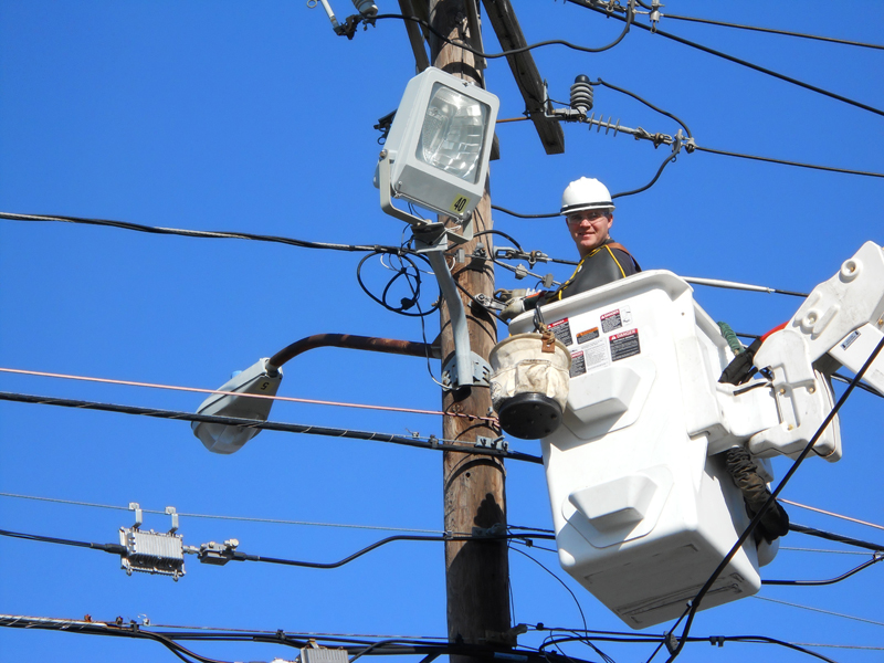 ElecCcom - Repair and Maintenance to overhead power lines in Wilmington, MA